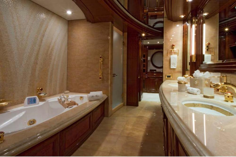 BLUE MOON - Luxury Motor Yacht For Charter - Master Stateroom - Img 2   C&N