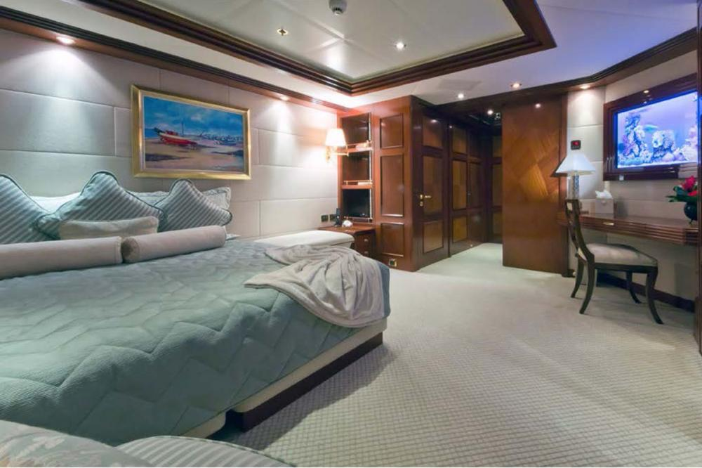 BLUE MOON - Luxury Motor Yacht For Charter - Three Queen Staterooms - Img 3   C&N