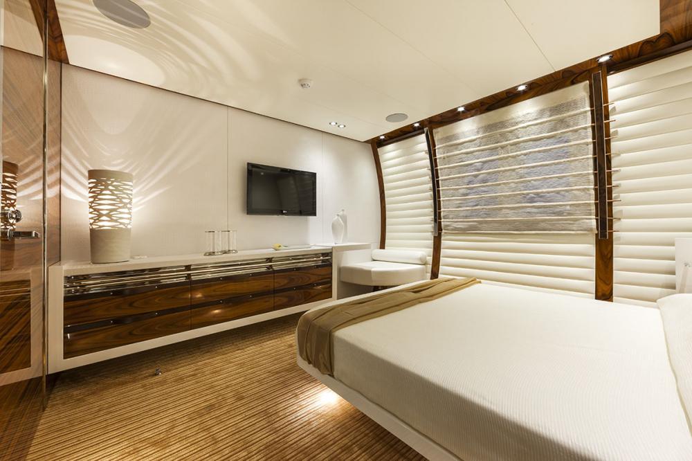 VULCAN 46M - Luxury Motor Yacht For Sale - Owner's Cabin - Img 6 | C&N