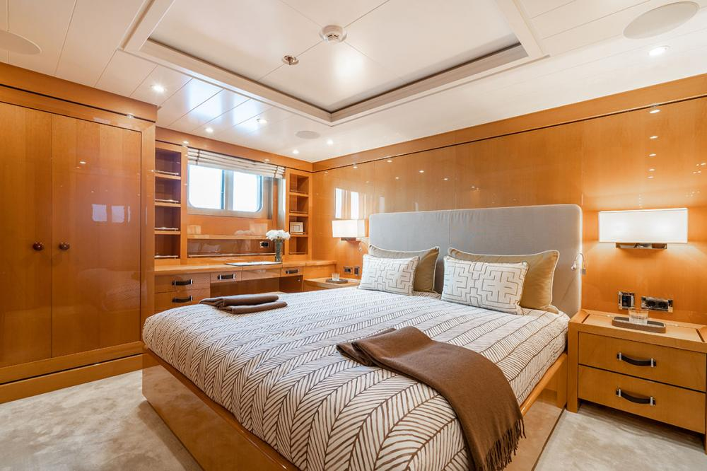 SERENITY J - Luxury Motor Yacht For Charter - 5 GUEST CABINS - Img 5 | C&N