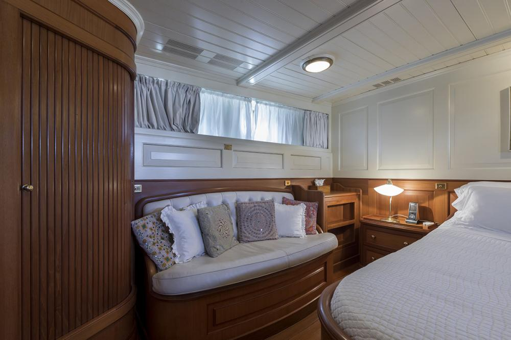 LADY MAY OF GLANDORE - Luxury Motor Yacht For Sale - 1 Master Cabins - Img 3   C&N