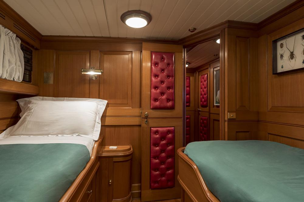 LADY MAY OF GLANDORE - Luxury Motor Yacht For Sale - 2 Guest Cabins - Img 4   C&N