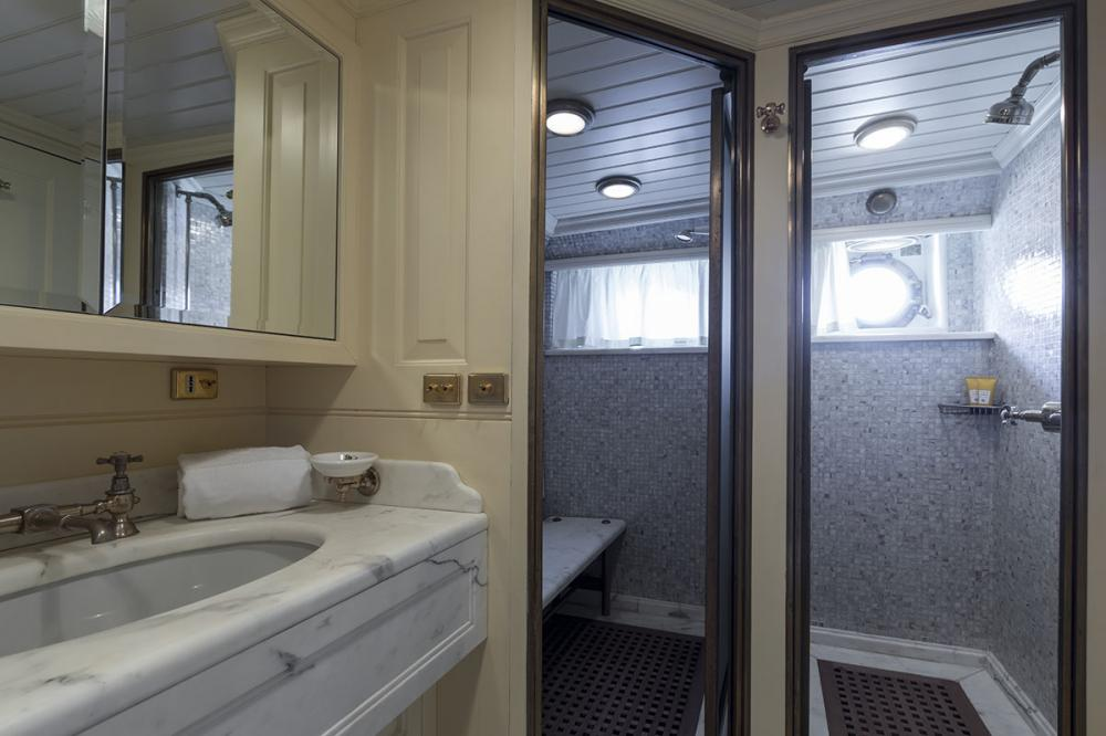 LADY MAY OF GLANDORE - Luxury Motor Yacht For Sale - 2 Guest Cabins - Img 5   C&N