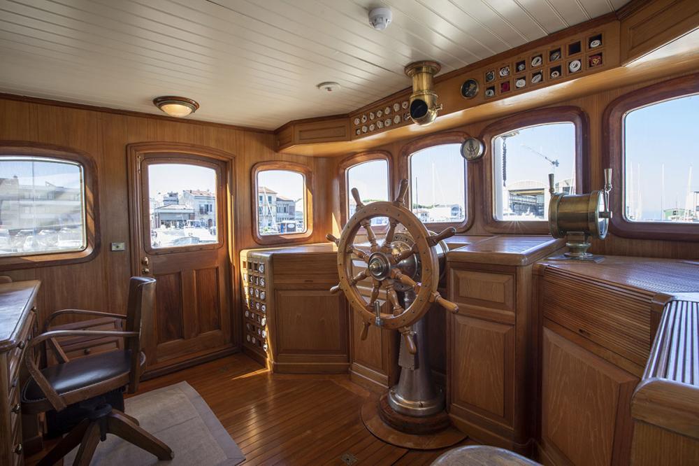 LADY MAY OF GLANDORE - Luxury Motor Yacht For Sale - Pilothouse - Img 1   C&N