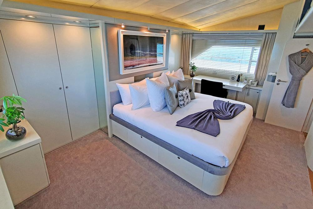 LIONSHARE - Luxury Motor Yacht For Charter - 1 MASTER CABIN - Img 1 | C&N