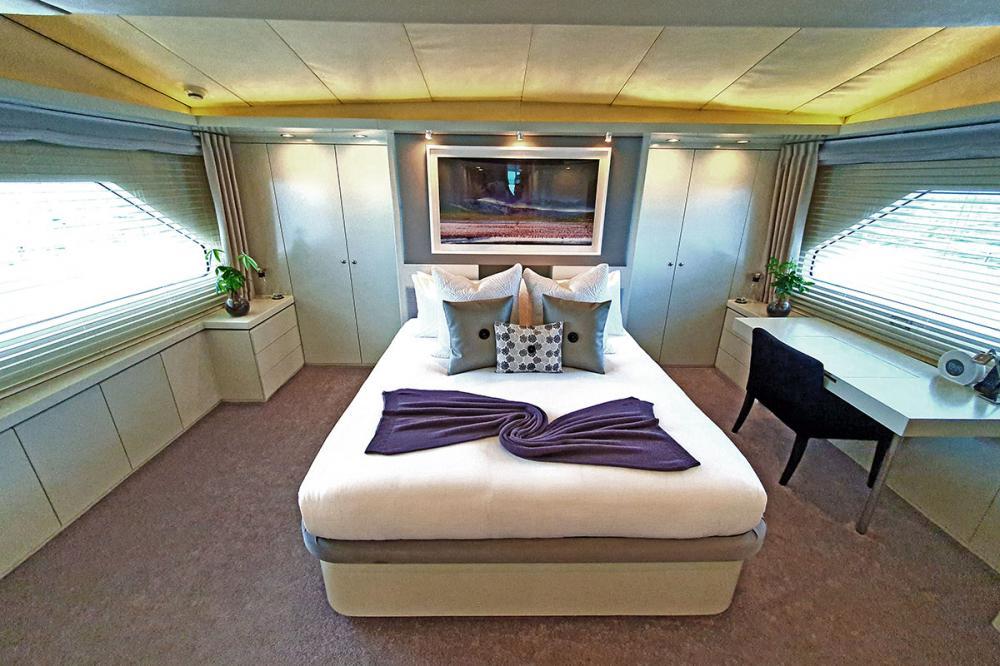 LIONSHARE - Luxury Motor Yacht For Charter - 1 MASTER CABIN - Img 2 | C&N