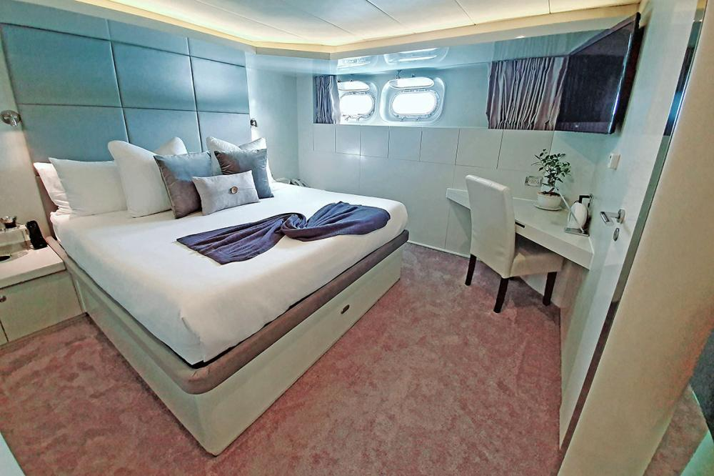 LIONSHARE - Luxury Motor Yacht For Charter - 2 DOUBLE CABINS - Img 1 | C&N