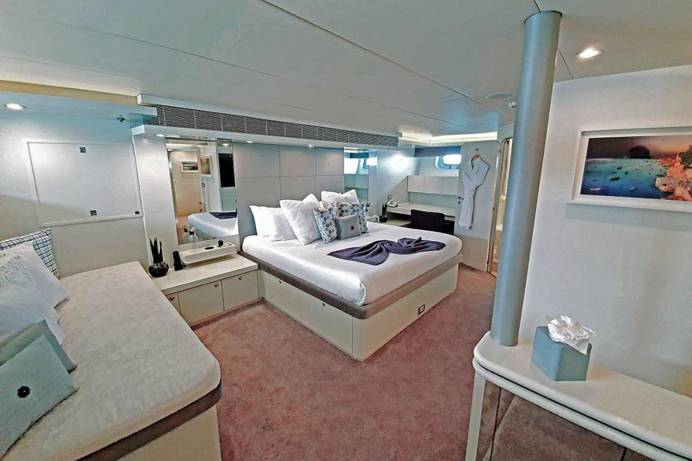 LIONSHARE - Luxury Motor Yacht For Charter - 1 VIP CABINS - Img 1 | C&N