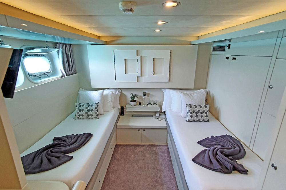 LIONSHARE - Luxury Motor Yacht For Charter - 1 TWIN CABIN - Img 1 | C&N