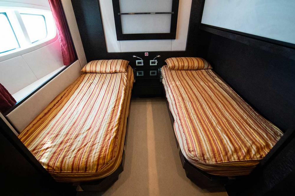 AQUARIUS - Luxury Motor Yacht For Sale - Two Twin Cabins - Img 2   C&N