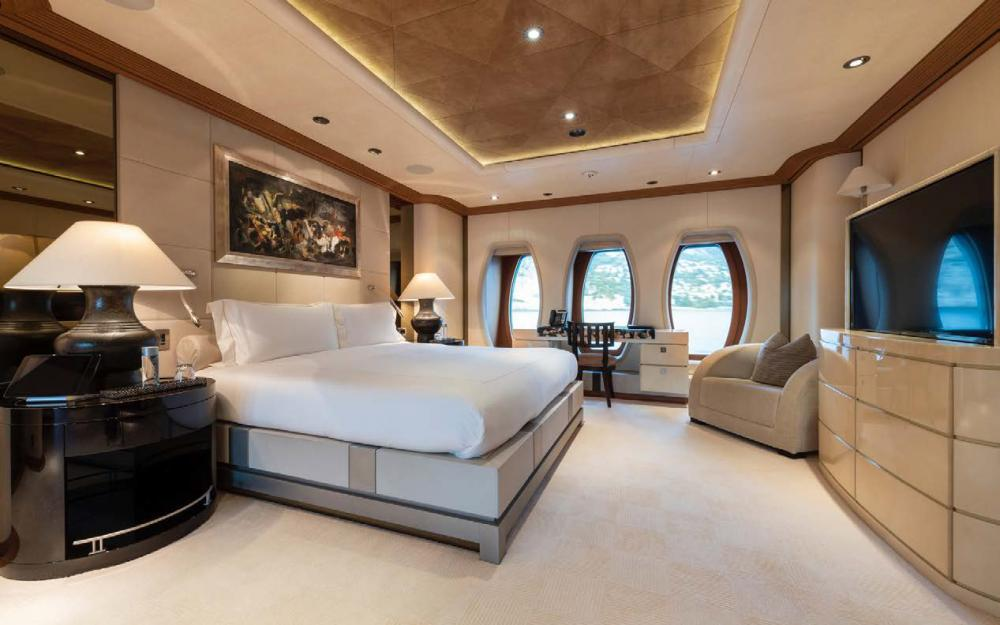 SUNRAYS - Luxury Motor Yacht For Charter - VIP double cabin - Img 1   C&N