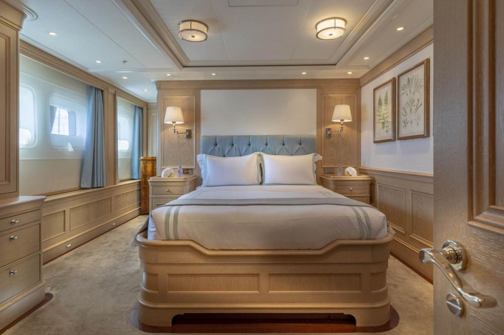 Fabulous Character - Luxury Motor Yacht For Charter - 2 DOUBLE CABINS - Img 2   C&N