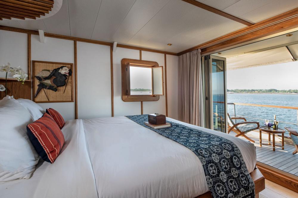 KUDANIL EXPLORER - Luxury Motor Yacht For Charter - 8 DOUBLE/TWIN CABINS - Img 1 | C&N