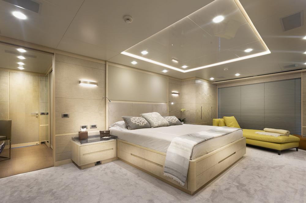 DELIBERATELY LUCKY - Luxury Motor Yacht For Sale - Owner's Cabin - Img 1   C&N