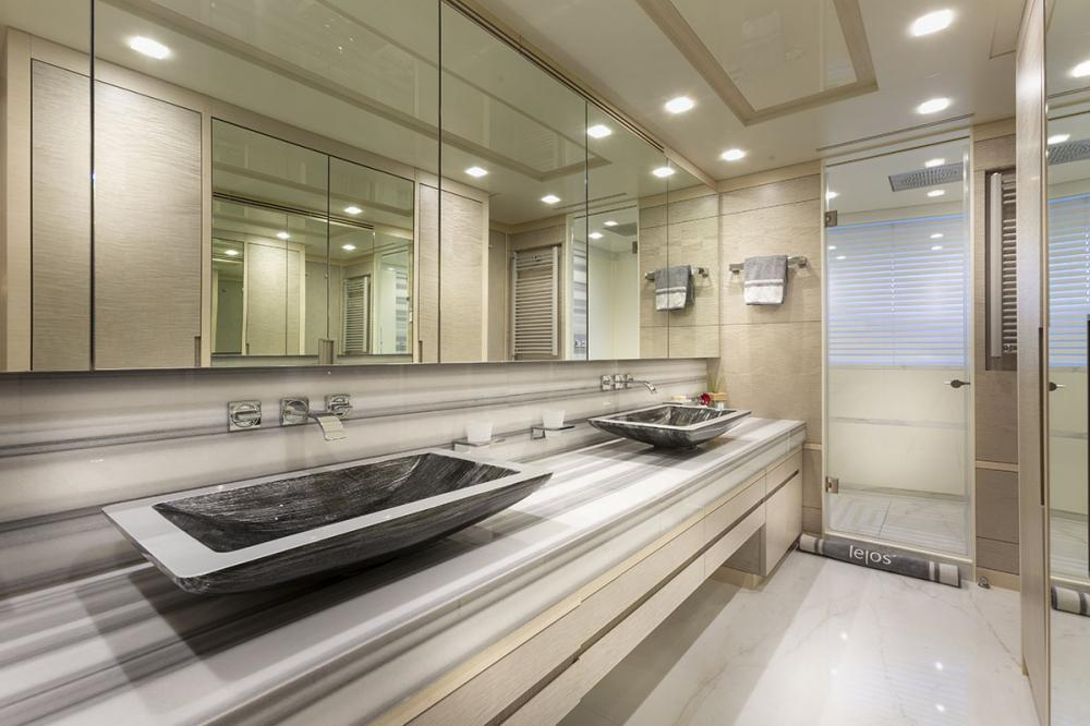 DELIBERATELY LUCKY - Luxury Motor Yacht For Sale - Owner's Cabin - Img 2   C&N