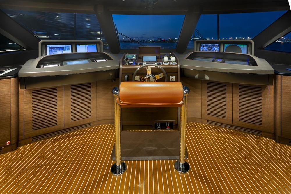 DELIBERATELY LUCKY - Luxury Motor Yacht For Sale - Bridge - Img 1   C&N