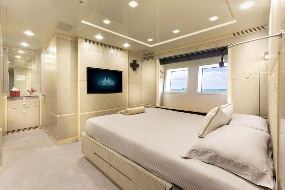 DELIBERATELY LUCKY - Luxury Motor Yacht For Sale - VIP Cabin - Img 3   C&N