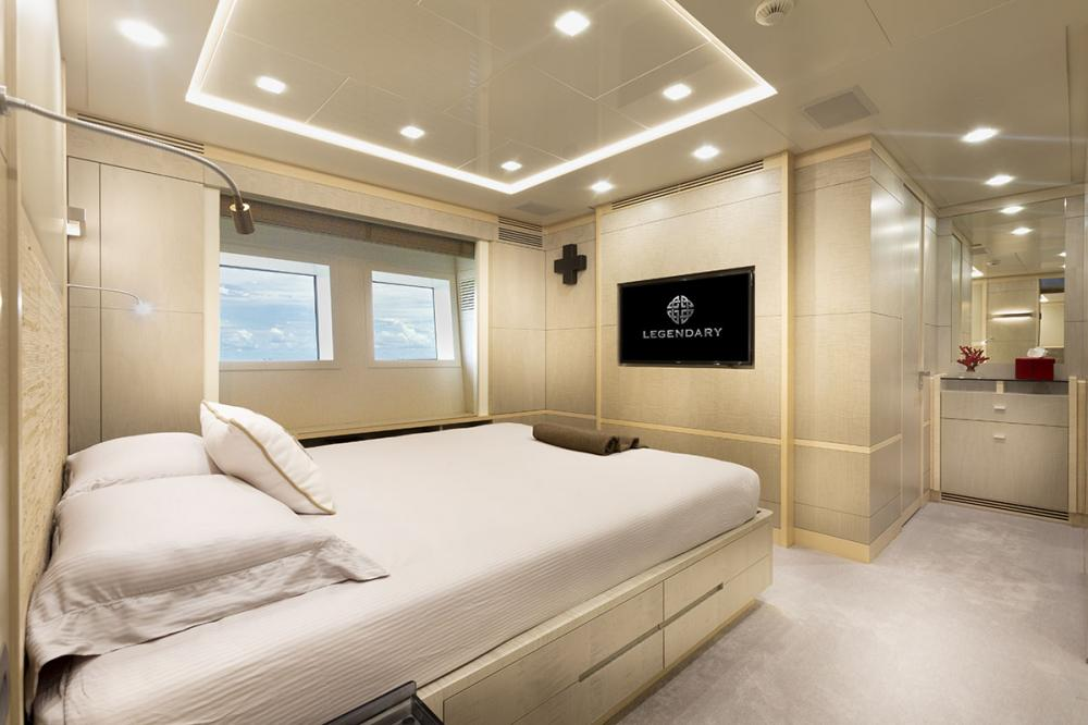DELIBERATELY LUCKY - Luxury Motor Yacht For Sale - VIP Cabin - Img 2   C&N