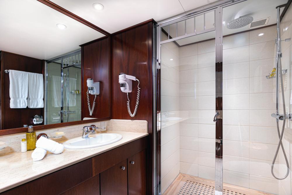 PALOMA - Luxury Motor Yacht For Sale - Twins - Img 3 | C&N