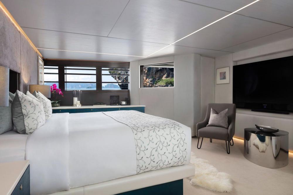 OCEAN EMERALD - Luxury Motor Yacht For Sale - 1 MASTER CABIN - Img 2 | C&N
