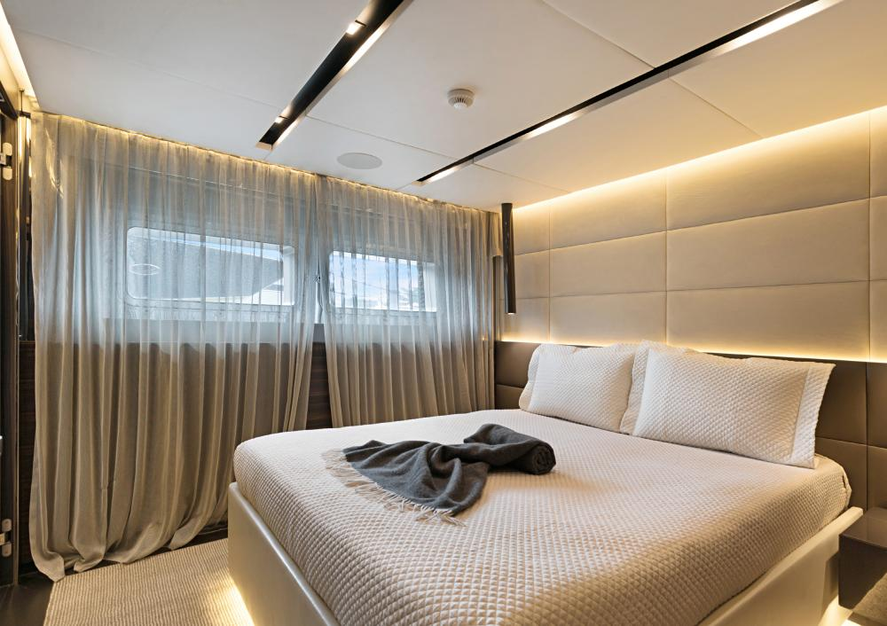 SAFE HAVEN - Luxury Motor Yacht For Charter - Three Double Cabins - Img 3 | C&N