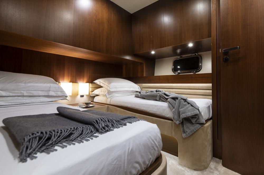 ATTITUDE - Luxury Motor Yacht For Sale - Twin - Img 1 | C&N