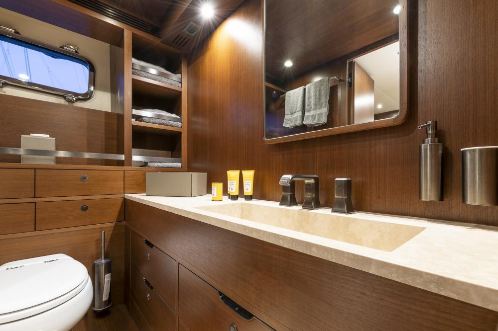 ATTITUDE - Luxury Motor Yacht For Sale - Master - Img 3 | C&N