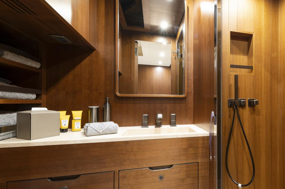 ATTITUDE - Luxury Motor Yacht For Sale - Twin - Img 3 | C&N