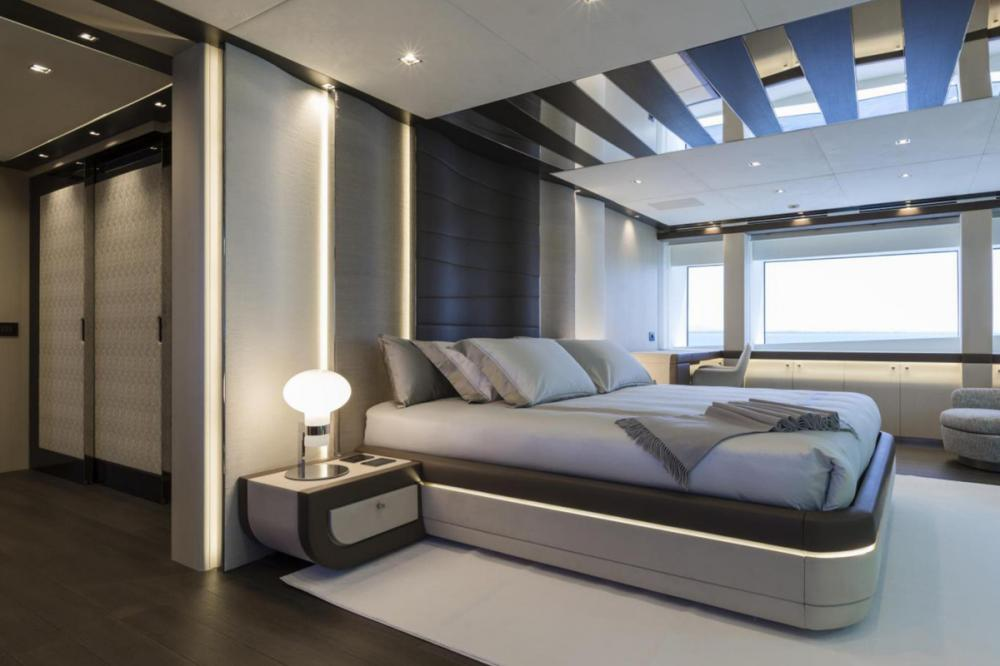 CECILE B - Luxury Motor Yacht For Sale - 5 cabins - Img 2   C&N