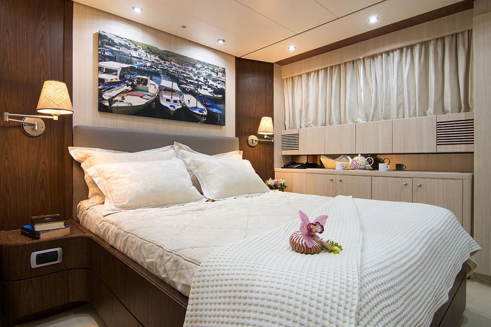 ACIONNA - Luxury Motor Yacht For Sale - VIP Cabin - Img 1 | C&N