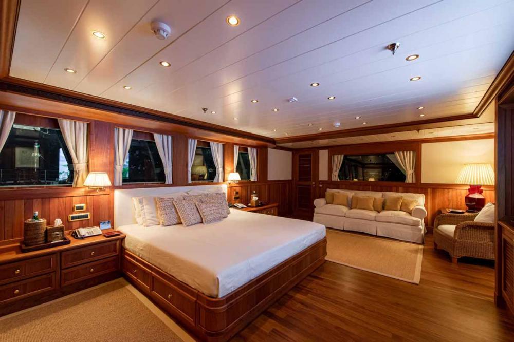 BLEU DE NIMES - Luxury Motor Yacht For Charter - Owner's Suite  - Img 1 | C&N