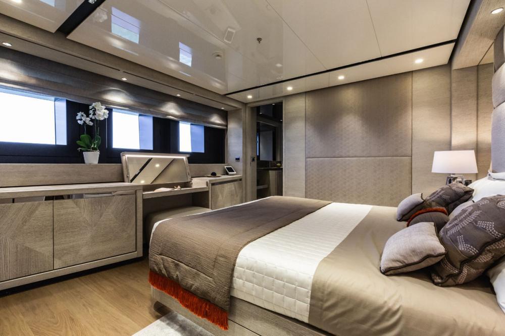 STERN - Luxury Motor Yacht For Sale - 2 VIP CABINS - Img 1 | C&N