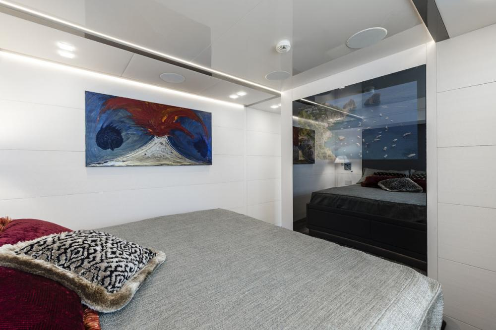 SANDS - Luxury Motor Yacht For Charter - 2 MASTER CABINS - Img 3 | C&N