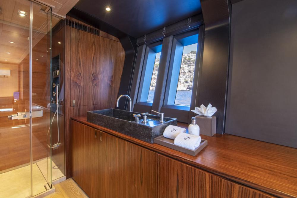 SHARLOU - Luxury Sailing Yacht For Charter - 1 MASTER CABIN - Img 3   C&N