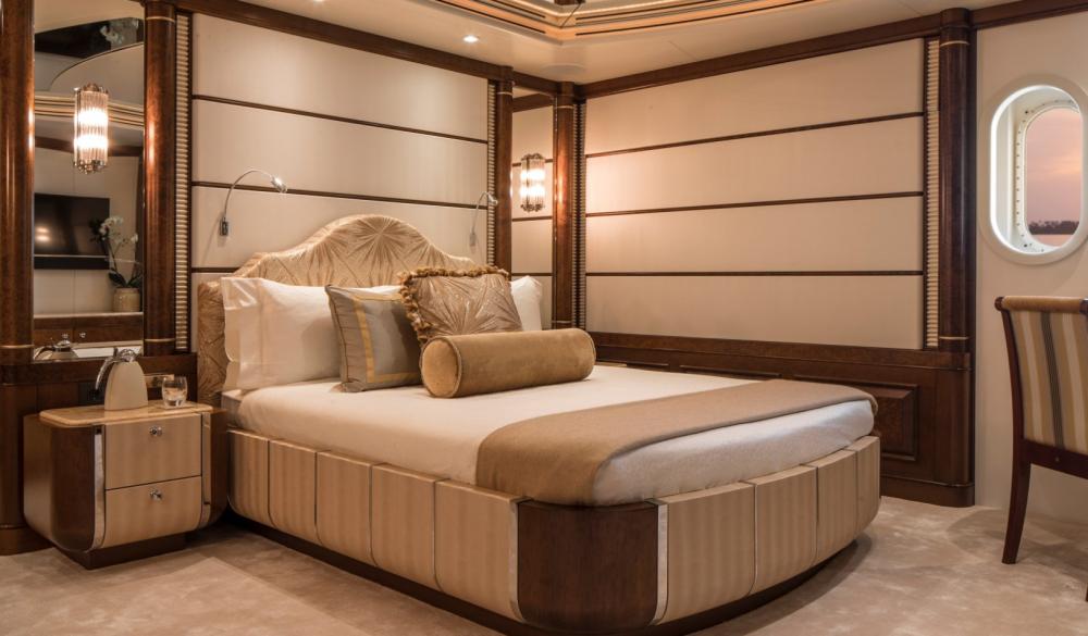 CALYPSO - Luxury Motor Yacht For Charter - 5 DOUBLE CABINS - Img 4 | C&N