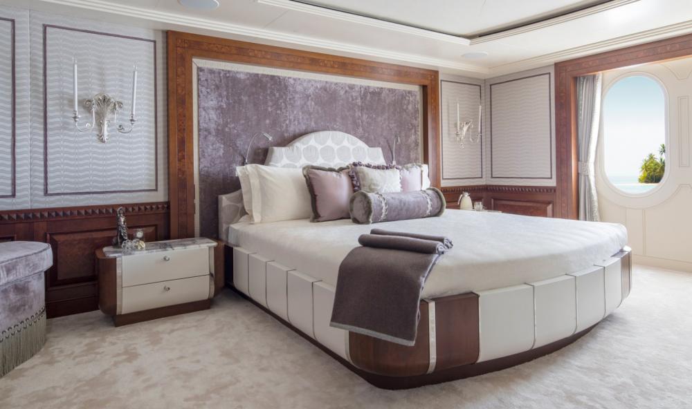 CALYPSO - Luxury Motor Yacht For Charter - 1 VIP CABIN - Img 1 | C&N