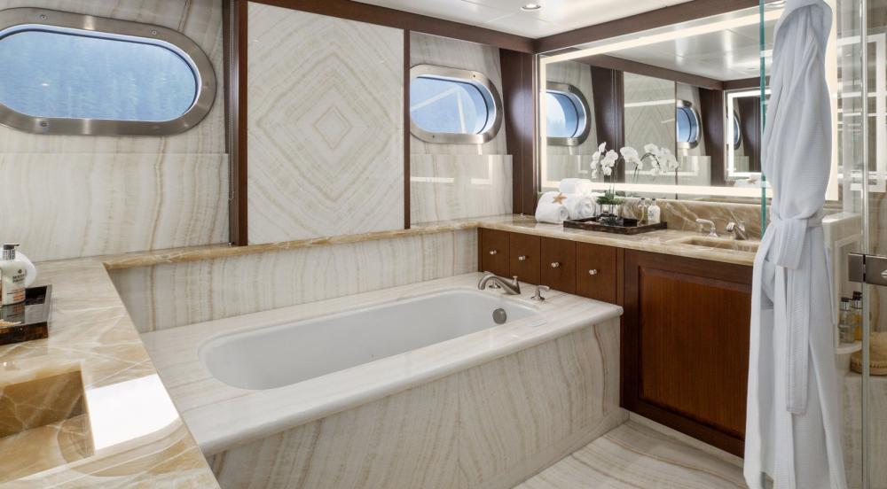Endless Summer - Luxury Motor Yacht For Charter - 1 VIP CABIN - Img 2   C&N