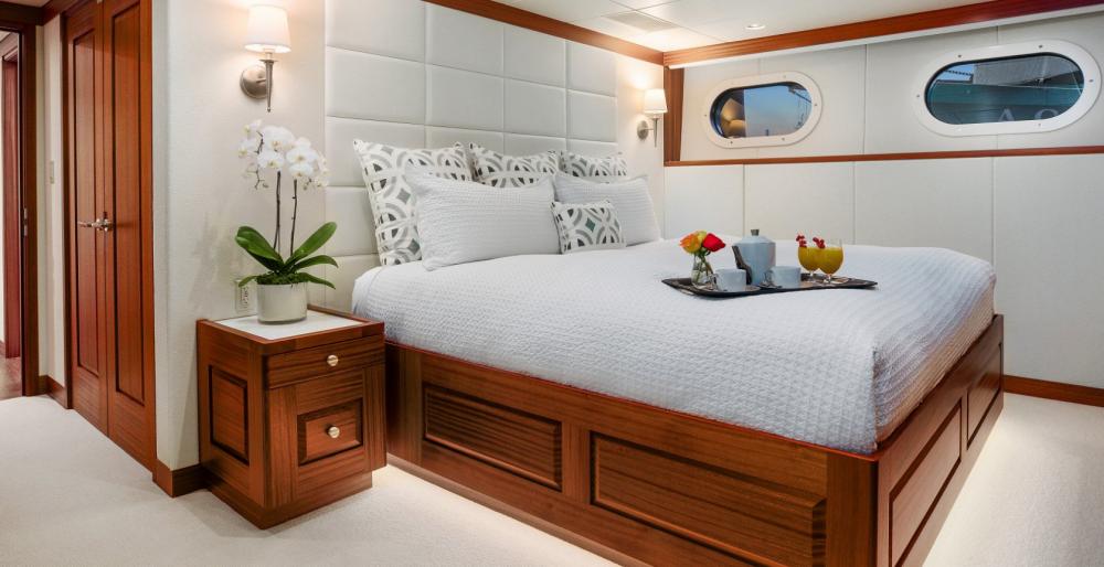 Endless Summer - Luxury Motor Yacht For Charter - 1 VIP CABIN - Img 1   C&N