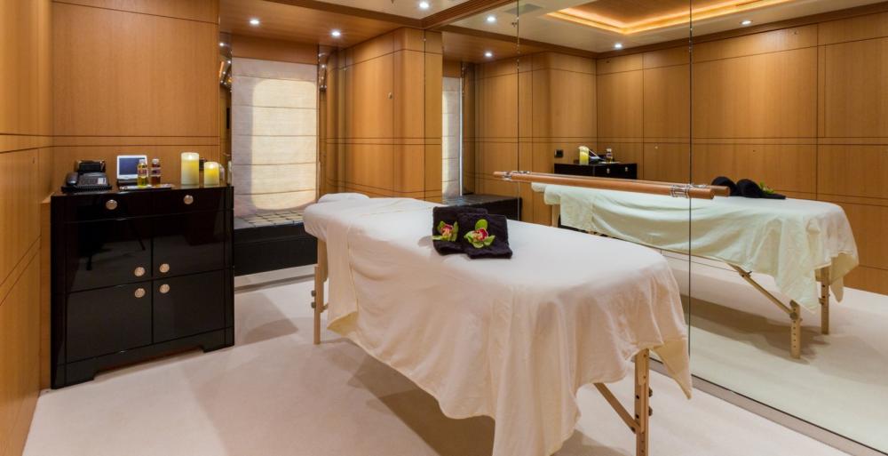 HANIKON - Luxury Motor Yacht For Charter - 3 DOUBLE CABINS - Img 3   C&N