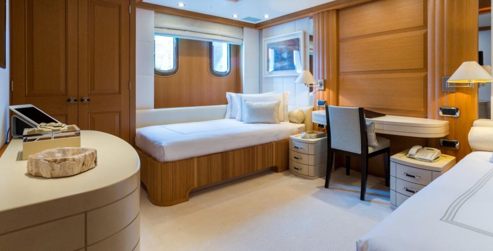 HANIKON - Luxury Motor Yacht For Charter - 2 TWIN CABINS - Img 2   C&N