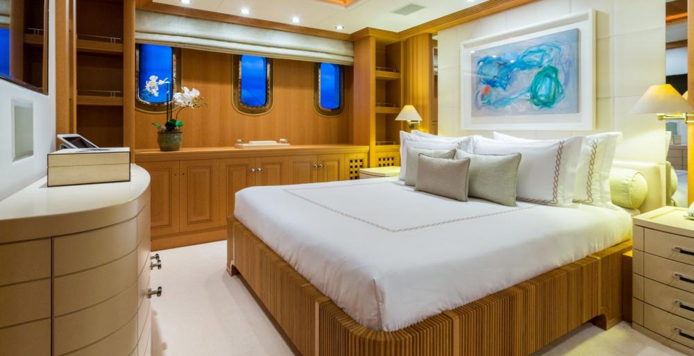 HANIKON - Luxury Motor Yacht For Charter - 3 DOUBLE CABINS - Img 2   C&N
