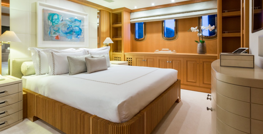 HANIKON - Luxury Motor Yacht For Charter - 3 DOUBLE CABINS - Img 1   C&N