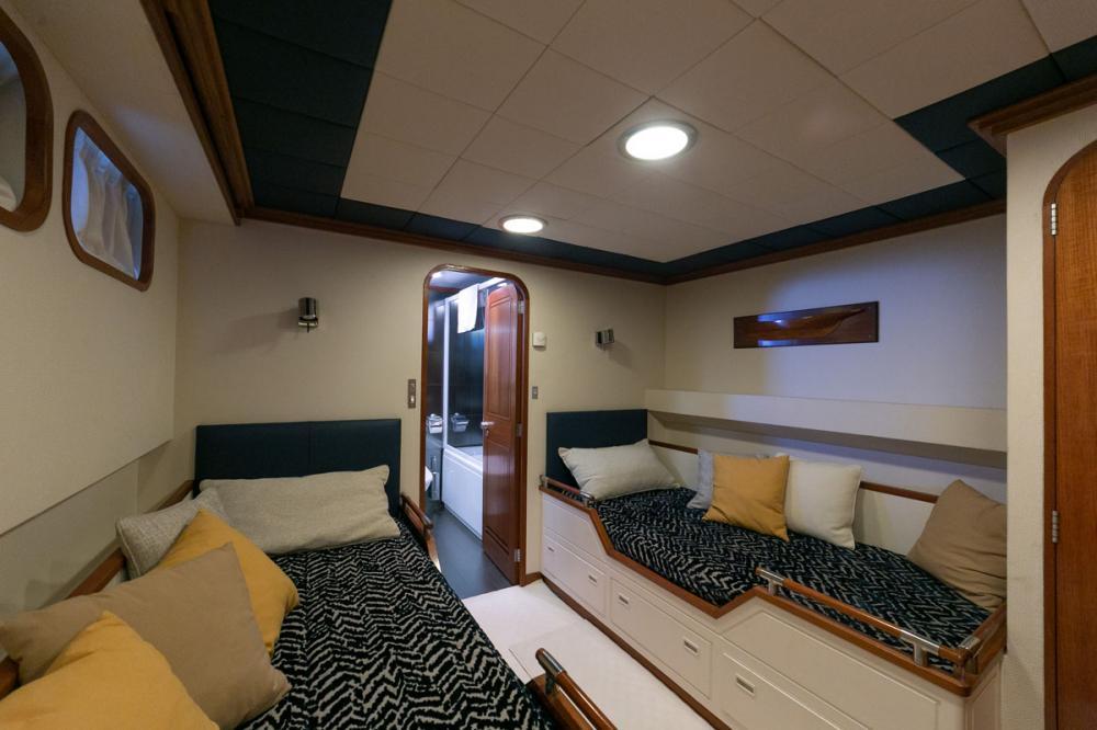 EMERA - Luxury Motor Yacht For Sale - Twin - Img 3 | C&N