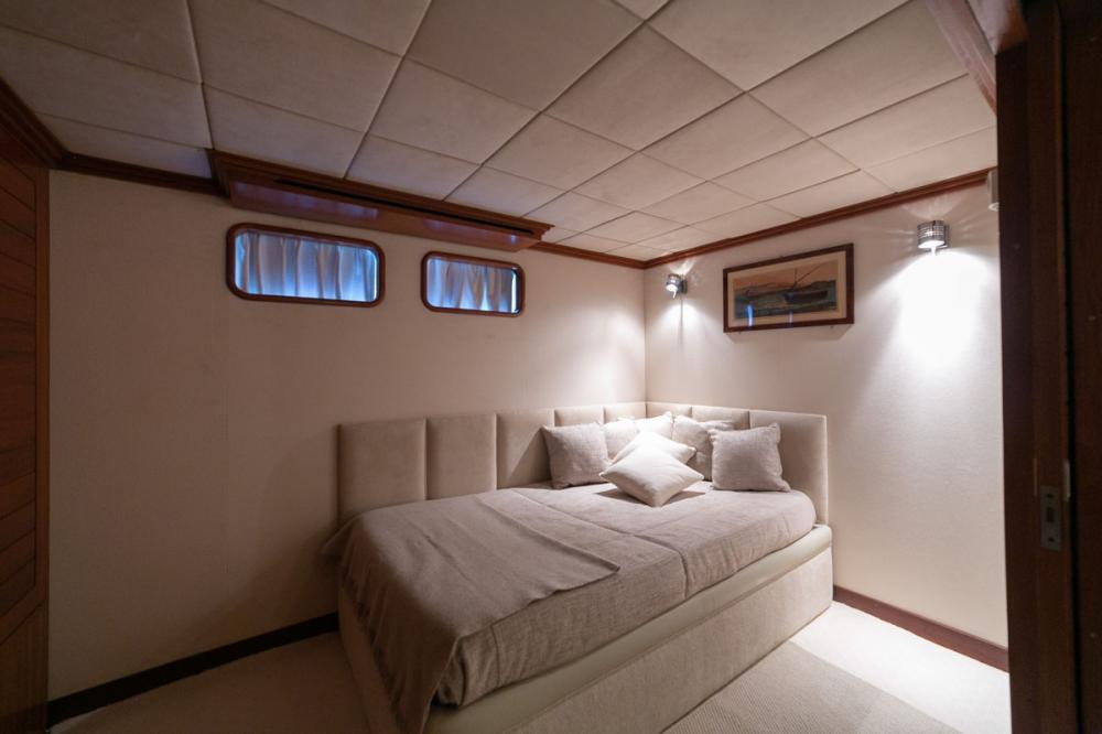EMERA - Luxury Motor Yacht For Sale - Twin - Img 4 | C&N