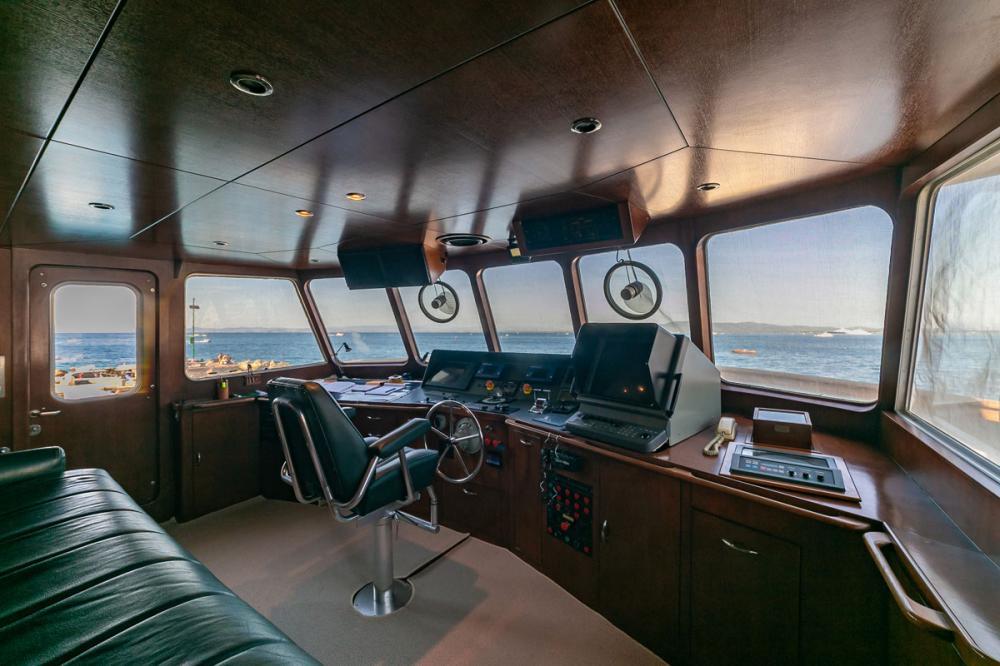 EMERA - Luxury Motor Yacht For Sale - Pilot House - Img 2 | C&N