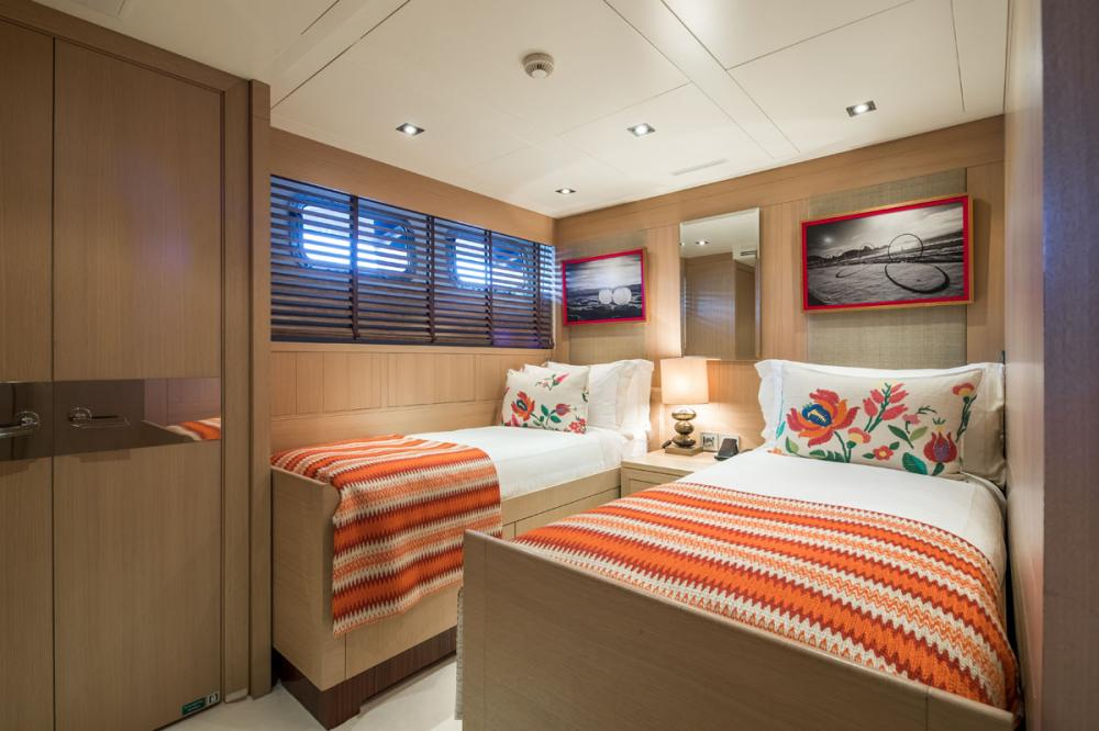 CLICIA - Luxury Motor Yacht For Sale - 2 TWIN CABINS 1 CONVERTIBLE  - Img 4   C&N