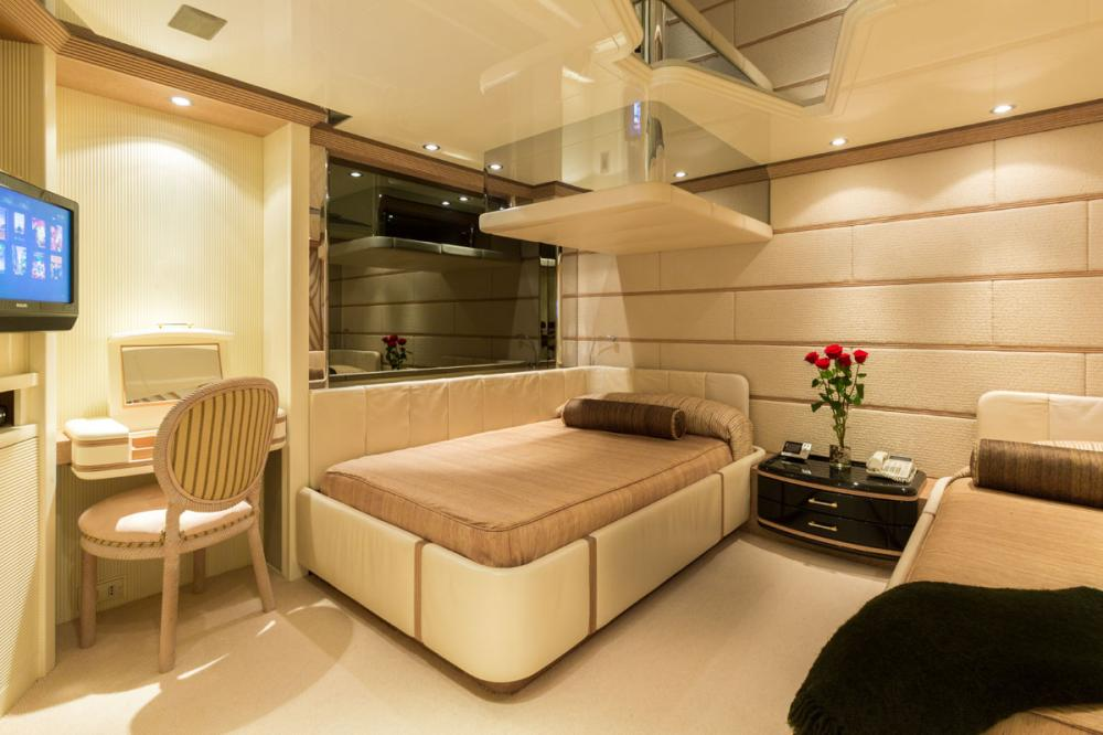ECLIPSE - Luxury Motor Yacht For Charter - 2 TWIN CABINS - Img 2 | C&N