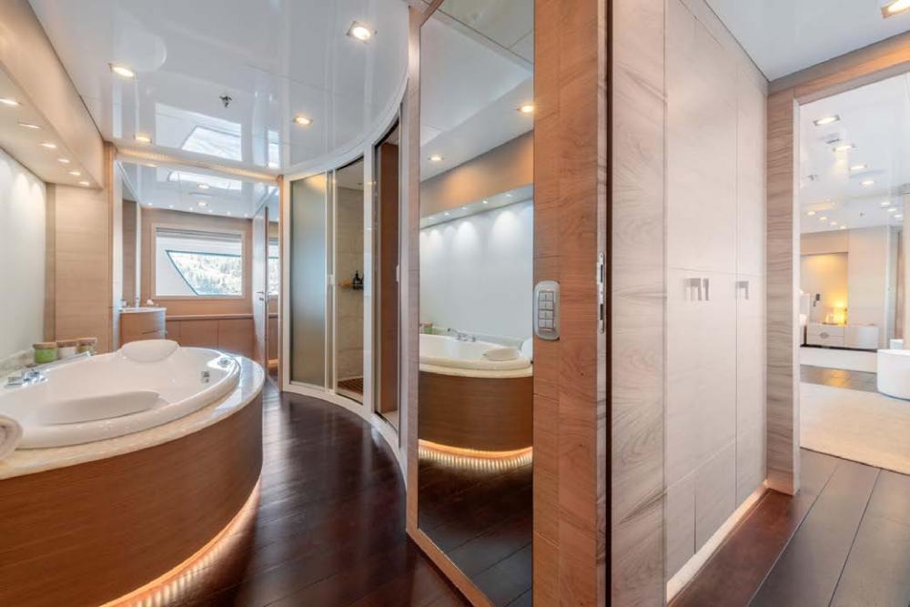 ARBEMA - Luxury Motor Yacht For Charter - 2 TWIN CABINS - Img 3   C&N