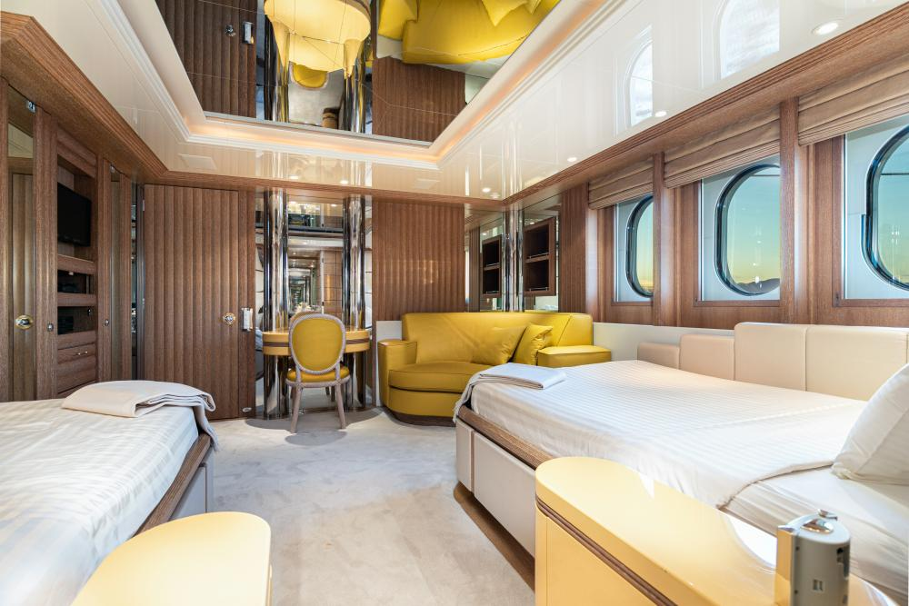 SEA HUNTRESS - Luxury Motor Yacht For Sale - 4 Guest Cabins - Img 4 | C&N
