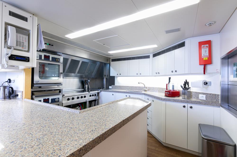 SEA HUNTRESS - Luxury Motor Yacht For Sale - Galley - Img 1 | C&N